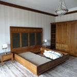ретро стил, спалня, дървен гардероб