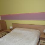 нощни шкафчета, легло, избор на цветове