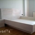 спалня от светъл материал