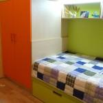 детска стая в оранжево и зелено